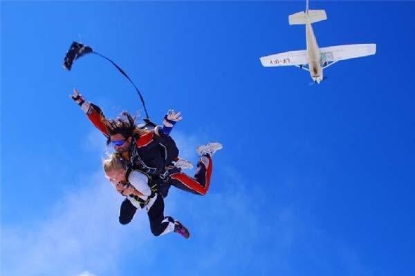 Salto en paracaídas tándem en La Manga del Mar Menor